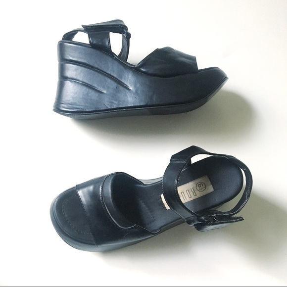 Vintage 90 s Platform Sandals. M 5a8a00e03b1608f2bc3b79f1
